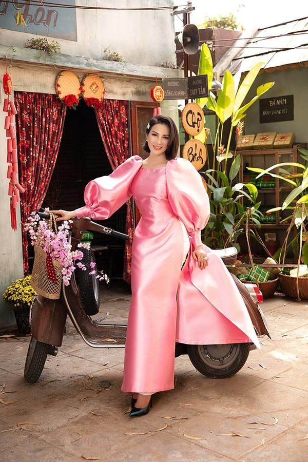 MC Thanh Mai diện áo dài Tết rực rỡ, trẻ đẹp không tì vết ở tuổi 46-10