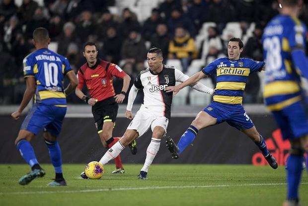 Ronaldo gây sốt với bức ảnh khoe body cực phẩm cùng thần thái chất lừ: Thế là đấng mày râu Việt có mục tiêu phấn đấu trước cái Tết đầy bánh chưng rồi-2