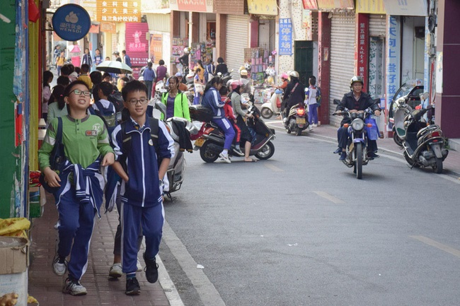 Cái giá phải trả của cặp đôi Trung Quốc khi dám sinh đứa con thứ 3: Cả vợ chồng cùng mất việc và ngày đêm tìm lại công lý trong vô vọng-2