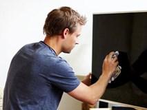 Dọn nhà đón Tết tuyệt đối đừng làm điều này với TV, điện thoại và màn hình máy tính
