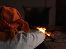 Buổi tối se lạnh bên nồi bánh chưng Tết nghi ngút khói, có những thói quen trở thành nét đẹp truyền thống