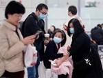 Cảnh người dân trong tâm dịch viêm phổi Vũ Hán đột ngột ngã xuống đất và nôn ra máu hệt như phim zombie gây bão cộng đồng mạng-7