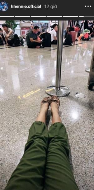 Giống như bao người khác, Hoa hậu HHen Niê cũng không thoát khỏi cảnh chờ đợi vật vã để về quê ăn Tết-3