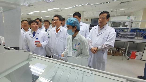 2 bệnh nhân Việt Nam nghi nhiễm virus corona: Có nữ sinh trở về từ Vũ Hán-1
