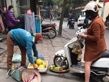 Chủ shop chạy xe máy cán nát hoa quả của người bán hàng rong lên tiếng: