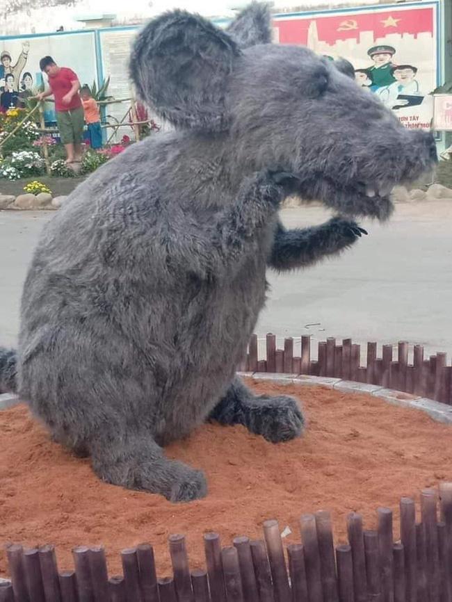Linh vật chú chuột Canh Tý khiến nhiều người rùng mình sợ hãi ở Củ Chi đã chính thức được... make-up lại-1