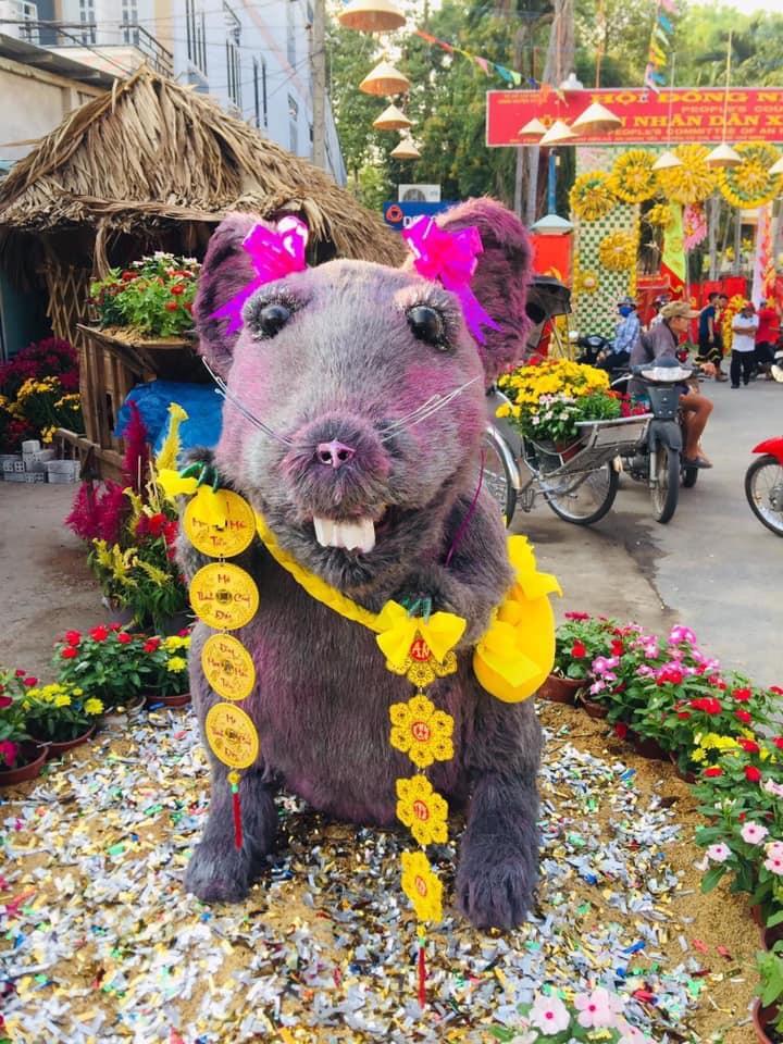 Linh vật chú chuột Canh Tý khiến nhiều người rùng mình sợ hãi ở Củ Chi đã chính thức được... make-up lại-4