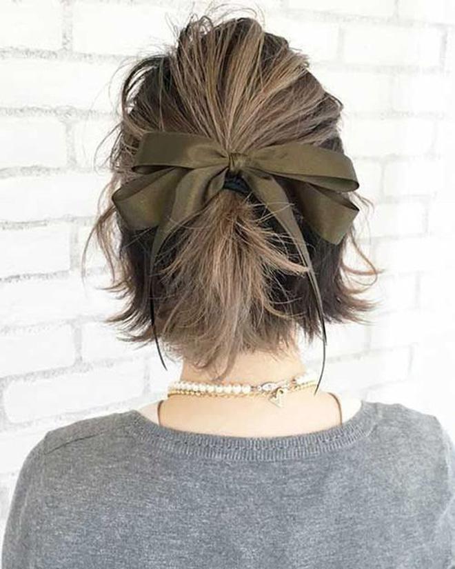 Hội sành mặc Instagram đang rủ nhau buộc nơ tóc điệu đà mà không sến, bạn copy diện Tết là đúng đắn lắm luôn!-10