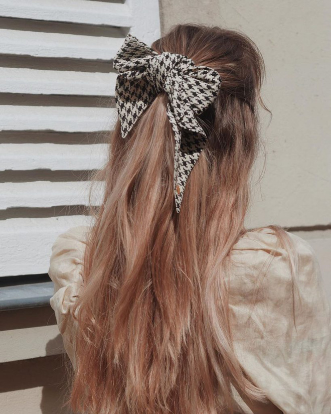 Hội sành mặc Instagram đang rủ nhau buộc nơ tóc điệu đà mà không sến, bạn copy diện Tết là đúng đắn lắm luôn!-7