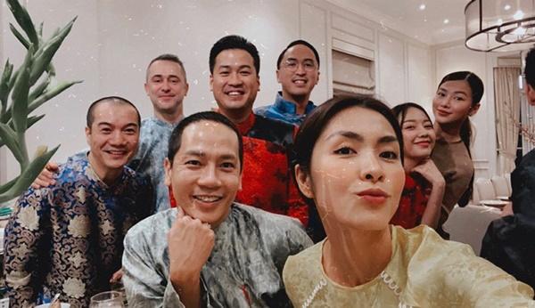 Đội hình diện áo dài của hội bạn Hà Tăng đang long lanh hoành tráng thì bị lựa chọn lạc quẻ của Louis Nguyễn phá bĩnh chút nhẹ-4