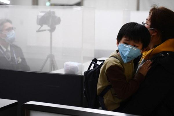 Bên trong Thành phố ma Vũ Hán: Nơi 11 triệu người bị cách ly hoàn toàn, lương thực cạn kiệt, gia đình ly tán, mọi người bàng hoàng lo sợ cầu cứu-3
