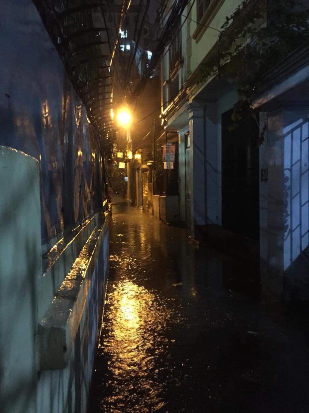 Ác mộng nước ngập đêm 30 Tết: Nước đục ngầu tràn vào nhà, đêm giao thừa bì bõm chờ đón pháo hoa-4