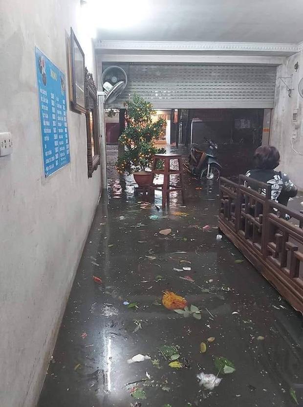 Ác mộng nước ngập đêm 30 Tết: Nước đục ngầu tràn vào nhà, đêm giao thừa bì bõm chờ đón pháo hoa-8