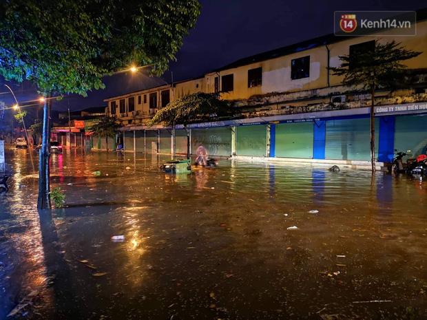 Ác mộng nước ngập đêm 30 Tết: Nước đục ngầu tràn vào nhà, đêm giao thừa bì bõm chờ đón pháo hoa-10