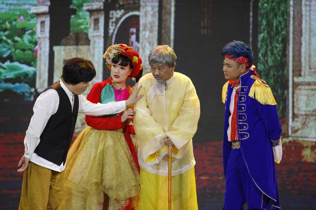 Gặp nhau cuối năm thế sóng Táo Quân: Khán giả tranh cãi dữ dội khi Quang Thắng - Xuân Hinh phát ngôn nhạy cảm-2
