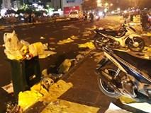 Trắng đêm giao thừa dọn rác sau chợ hoa Tết
