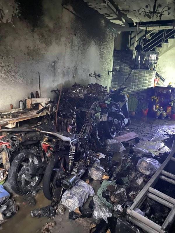 TP. HCM: Cháy 2 căn nhà lúc rạng sáng mùng 1 Tết, 5 người được giải cứu nhưng nhiều xe máy bị thiêu rụi-1
