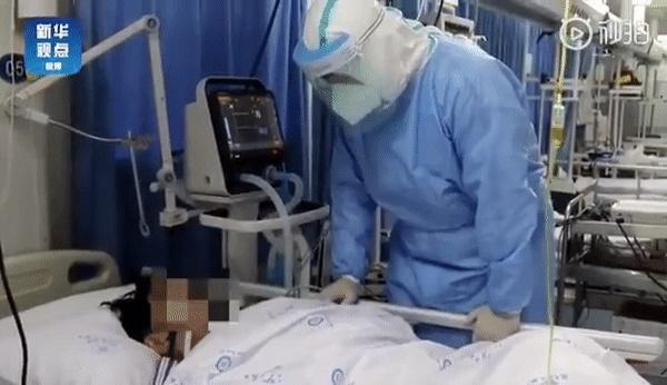 Loạt ảnh và clip cho thấy sự nhọc nhằn của bác sĩ ở Vũ Hán: Ăn Tết trong bệnh viện, bật khóc vì áp lực và thậm chí hy sinh cả tính mạng-6