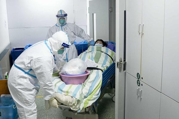 Loạt ảnh và clip cho thấy sự nhọc nhằn của bác sĩ ở Vũ Hán: Ăn Tết trong bệnh viện, bật khóc vì áp lực và thậm chí hy sinh cả tính mạng-7