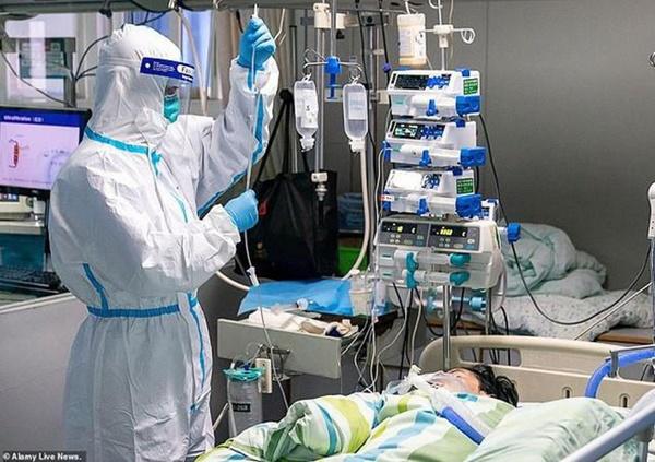 Loạt ảnh và clip cho thấy sự nhọc nhằn của bác sĩ ở Vũ Hán: Ăn Tết trong bệnh viện, bật khóc vì áp lực và thậm chí hy sinh cả tính mạng-9