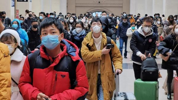 Trở về từ Vũ Hán, người đàn ông không khai báo tình trạng sức khỏe mà thoải mái đi bar đu đưa khiến 80 người có nguy cơ nhiễm virus corona-1