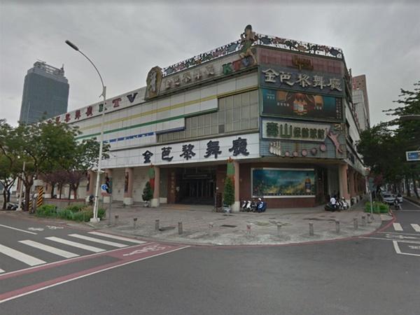 Trở về từ Vũ Hán, người đàn ông không khai báo tình trạng sức khỏe mà thoải mái đi bar đu đưa khiến 80 người có nguy cơ nhiễm virus corona-2
