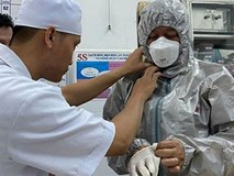 Ngoài 2 cha con người Trung Quốc, Việt Nam đang cách ly 35 trường hợp khác có triệu chứng sốt khi đi về từ vùng dịch