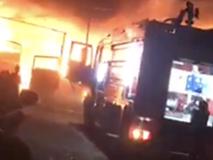 Cháy lớn tối mùng 2 ở Bình Dương, chủ vựa phế liệu mất Tết khi nhiều tài sản bị