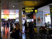 Bé gái 15 tuổi sốt cao khi bay từ Trung Quốc xuống sân bay Tân Sơn Nhất, được cách ly tại BV Nhi Đồng 2