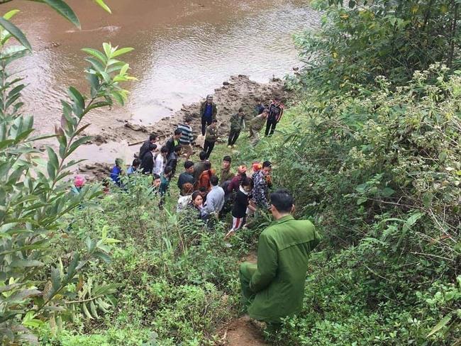 Nữ nạn nhân được phát hiện tử vong, thò cánh tay cạnh bờ suối ở Lào Cai đã ly hôn, có hoàn cảnh khó khăn-1