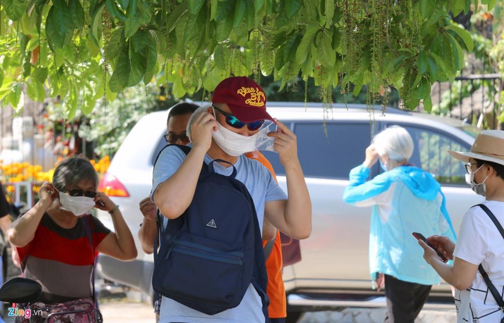 Sợ virus corona, khách Trung Quốc bịt khẩu trang kín mít ở Nha Trang-3