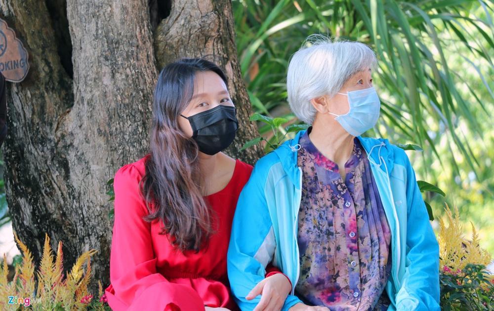 Sợ virus corona, khách Trung Quốc bịt khẩu trang kín mít ở Nha Trang-4