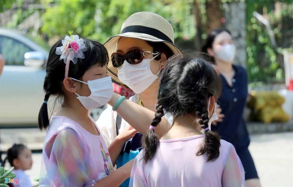 Sợ virus corona, khách Trung Quốc bịt khẩu trang kín mít ở Nha Trang-5