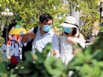 Sợ virus corona, khách Trung Quốc bịt khẩu trang kín mít ở Nha Trang