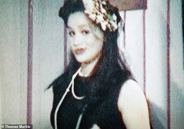 Meghan Markle bị cha đẻ tiết lộ hình ảnh nhạy cảm năm 16 tuổi khiến cô chỉ muốn độn thổ, không biết giấu mặt đi đâu-1