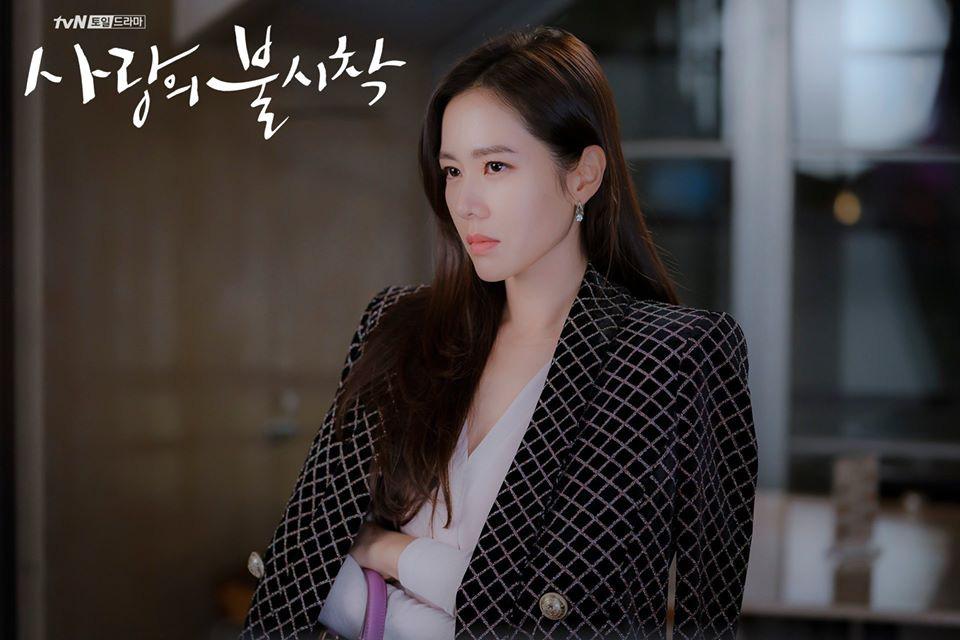 12 set đồ của Son Ye Jin trong Crash Landing On You từ chanh xả đến điệu đà mà bạn có thể áp dụng-3