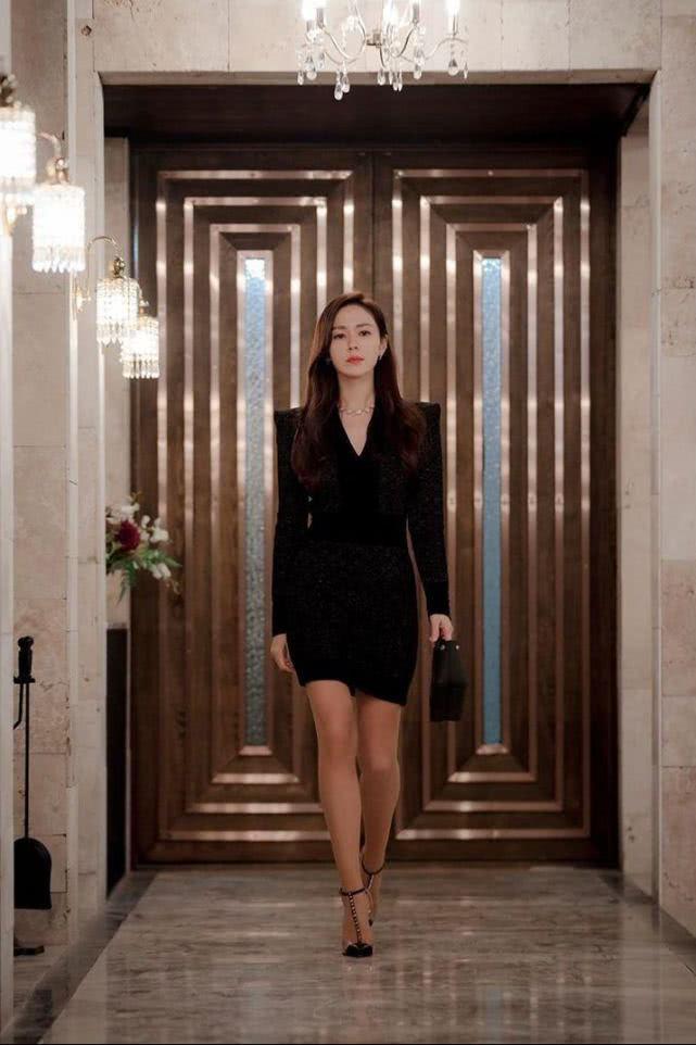 12 set đồ của Son Ye Jin trong Crash Landing On You từ chanh xả đến điệu đà mà bạn có thể áp dụng-4