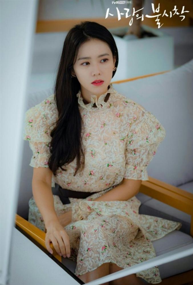 12 set đồ của Son Ye Jin trong Crash Landing On You từ chanh xả đến điệu đà mà bạn có thể áp dụng-6