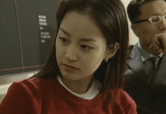 Loạt ảnh hiếm thời đại học của Kim Tae Hee cho thấy cô xứng đáng là một những nhan sắc cực phẩm của Kbiz-1
