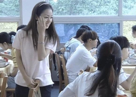Loạt ảnh hiếm thời đại học của Kim Tae Hee cho thấy cô xứng đáng là một những nhan sắc cực phẩm của Kbiz-3