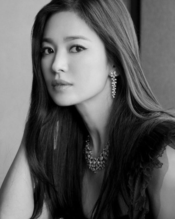 Mặc tin đồn tình tay ba với Hyun Bin và Bi Rain, Song Hye Kyo vẫn thản nhiên đi hẹn hò cùng một người đàn ông lạ-2