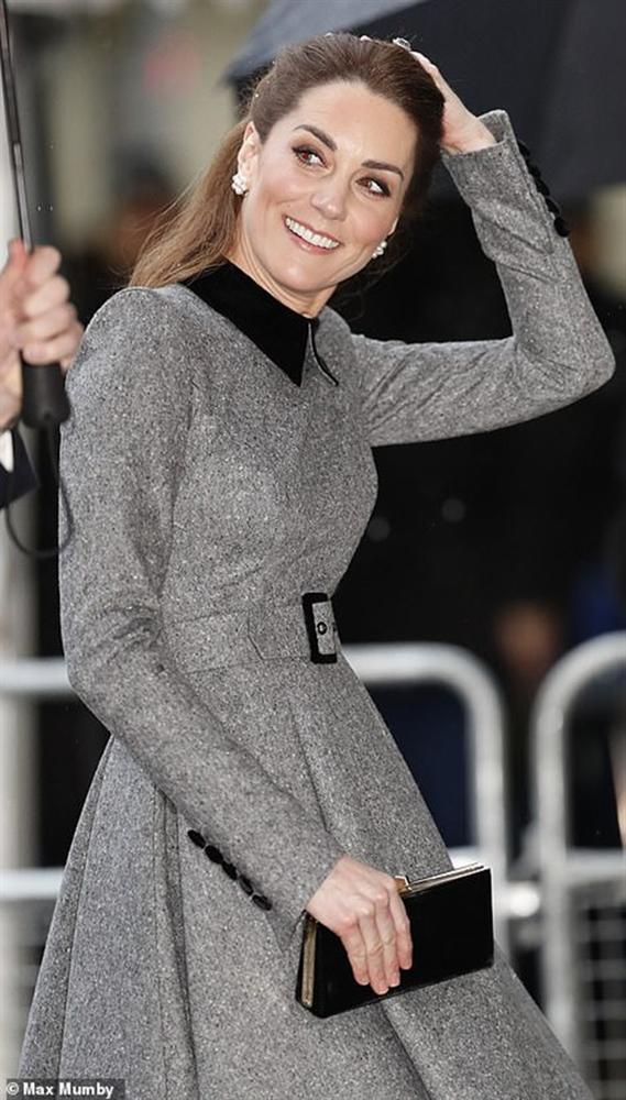 Công nương Kate xinh đẹp xuất thần trong sự kiện mới, cuộc sống ngày một lên hương sau khi em dâu Meghan ra ở riêng-3