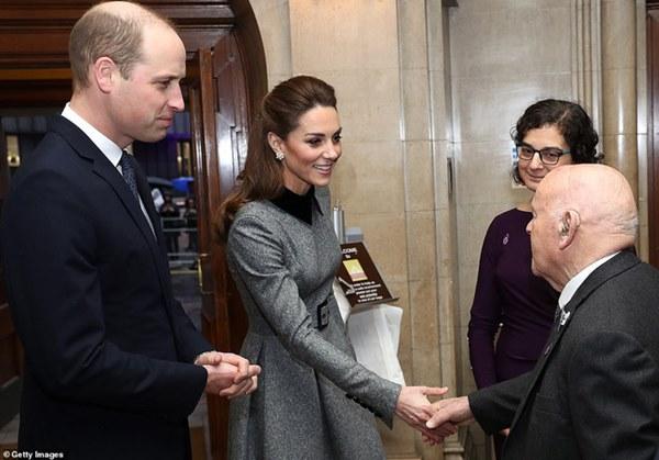 Công nương Kate xinh đẹp xuất thần trong sự kiện mới, cuộc sống ngày một lên hương sau khi em dâu Meghan ra ở riêng-5