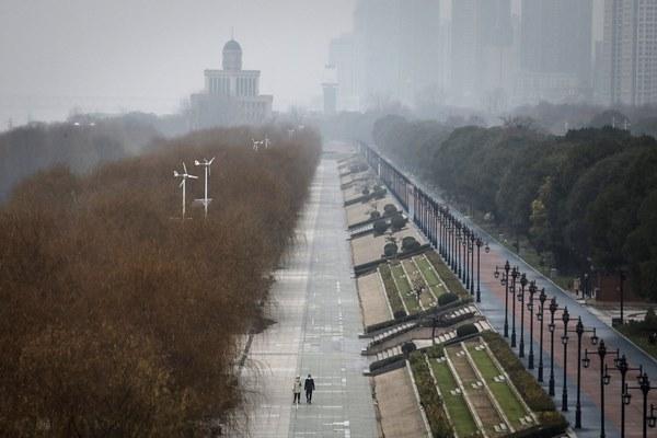 Hơn 100 người chết vì dịch, người nước ngoài chạy đua để rời khỏi TQ-1