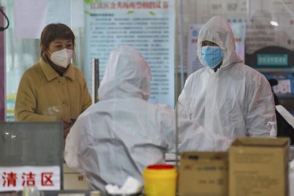 Nút thắt xét nghiệm khiến virus corona lây lan mạnh ở TQ-1