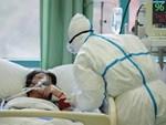 Những khoảnh khắc ấm lòng trong tâm dịch Vũ Hán: Khi tình người dìu dắt nhau vượt qua cơn khủng hoảng virus corona-13