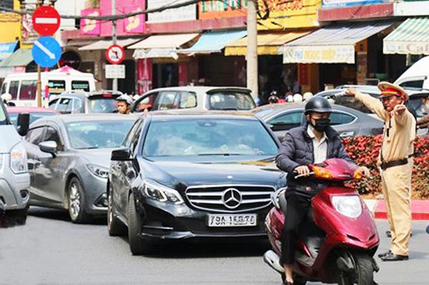 Du khách nườm nượp đổ về Đà Lạt, kẹt xe cục bộ ở nhiều tuyến đường-4