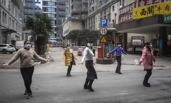 Thêm dầu - tiếng đồng thanh trong đêm khắp các khu nhà cao tầng Vũ Hán-1
