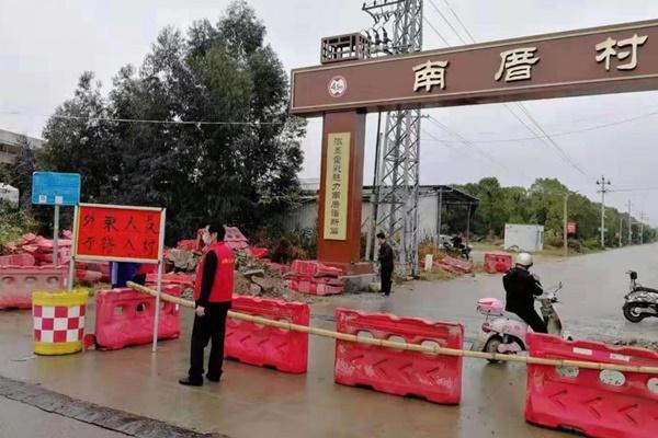Số người nhiễm virus bùng nổ, dân Vũ Hán bị kỳ thị khắp Trung Quốc-1
