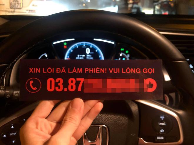 Đỗ xe trước cửa nhà người lạ, tài xế nhận được tin nhắn không ngờ ngày đầu năm mới-1
